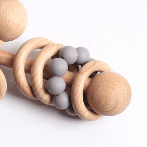 Hochet en bois Montessori non traité – Gris